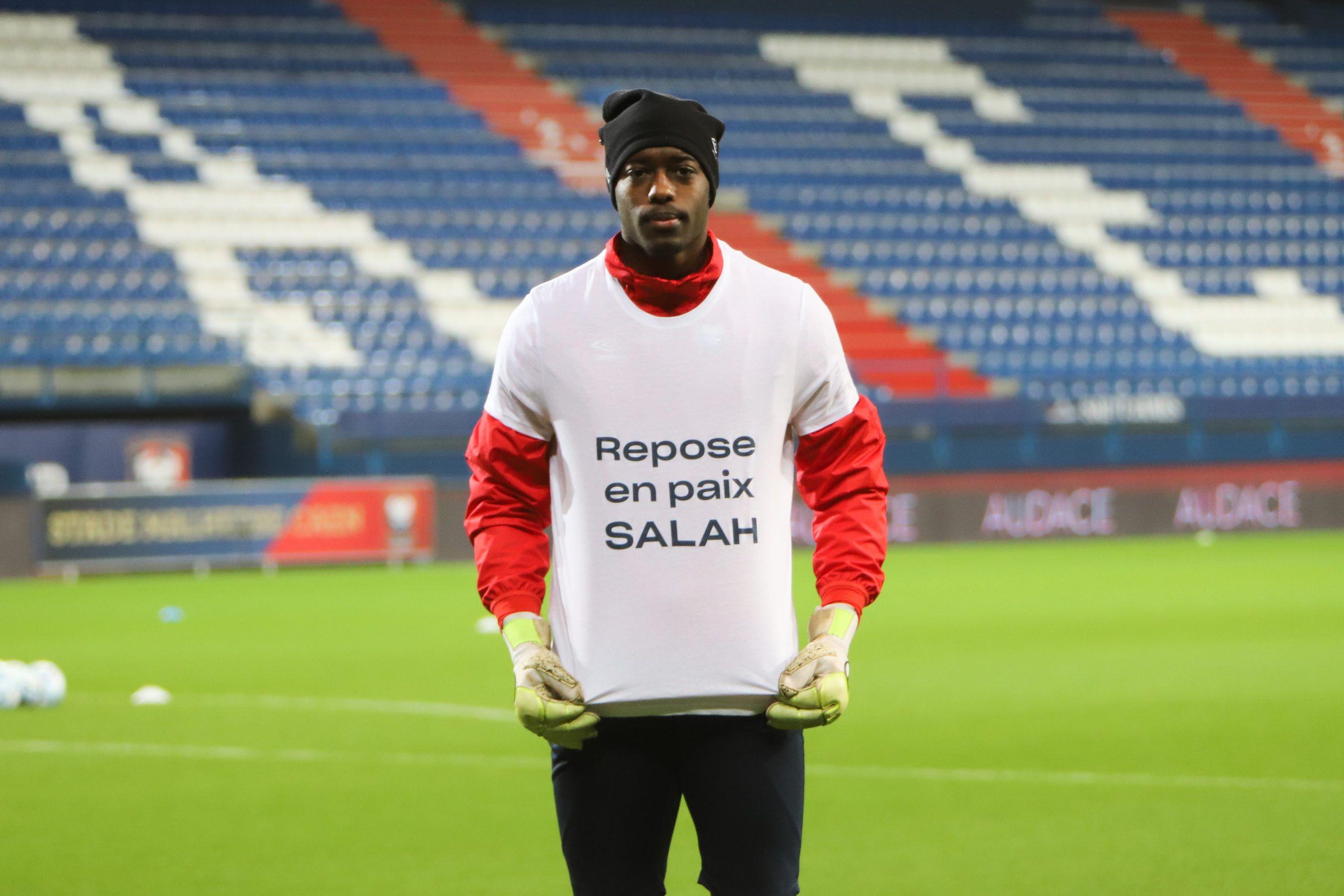 Les photos de l'hommage à Salah en marge de Caen – Toulouse
