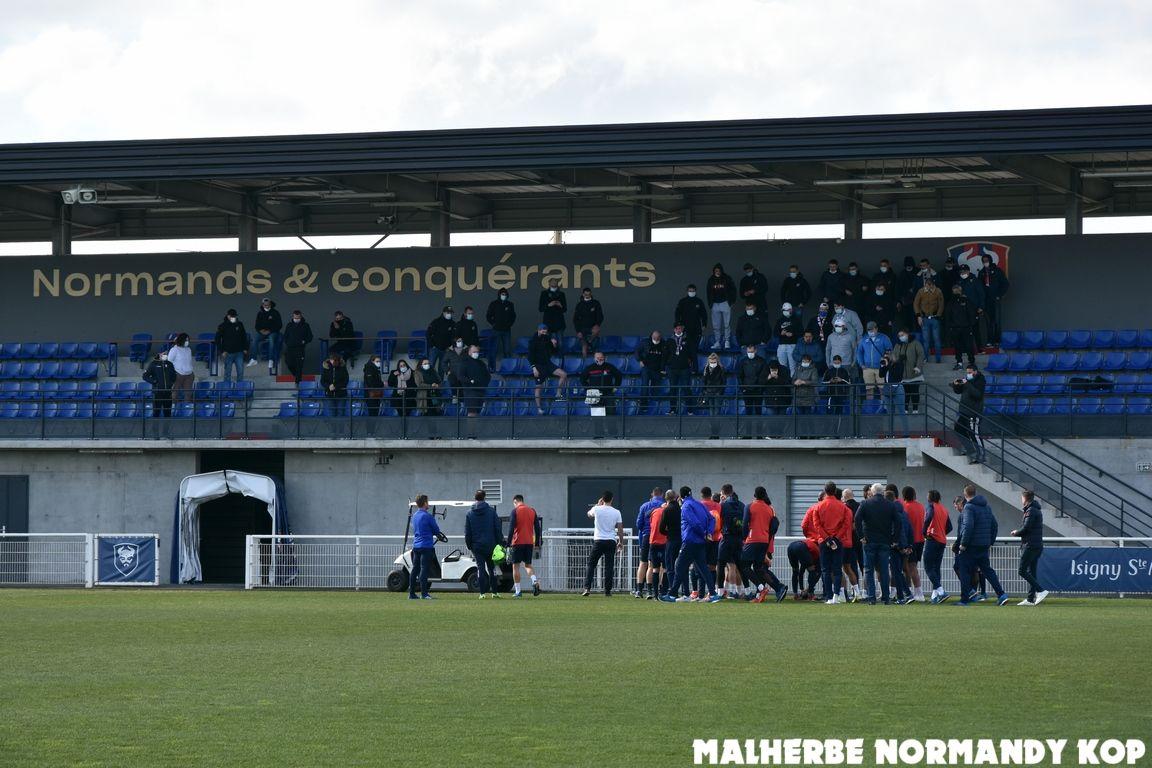 Une cinquantaine de supporters présents à l'entraînement pour soutenir les joueurs