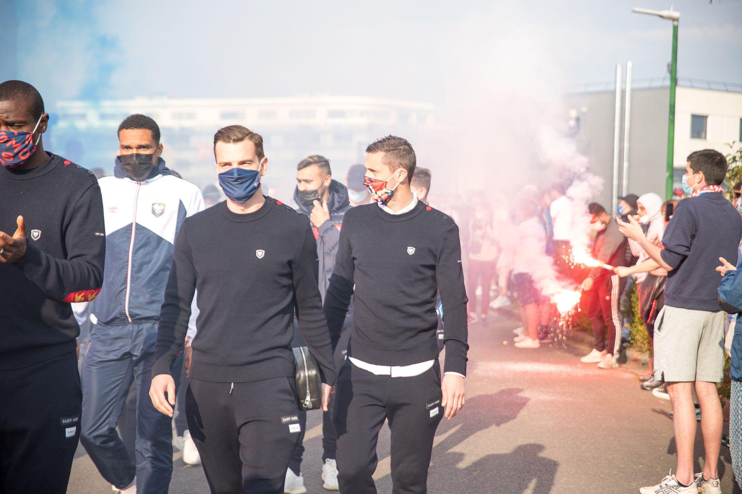 [Vidéo] L'accueil des supporters pour les joueurs avant Caen – Dunkerque