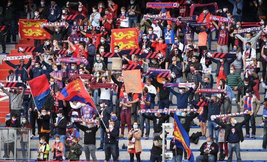ILLUSTRATION - SUPPORTERS - DRAPEAUX - ECHARPES FOOTBALL : Caen vs Amiens - Ligue 2 BKT - 03/10/2020 FEP/Panoramic PUBLI